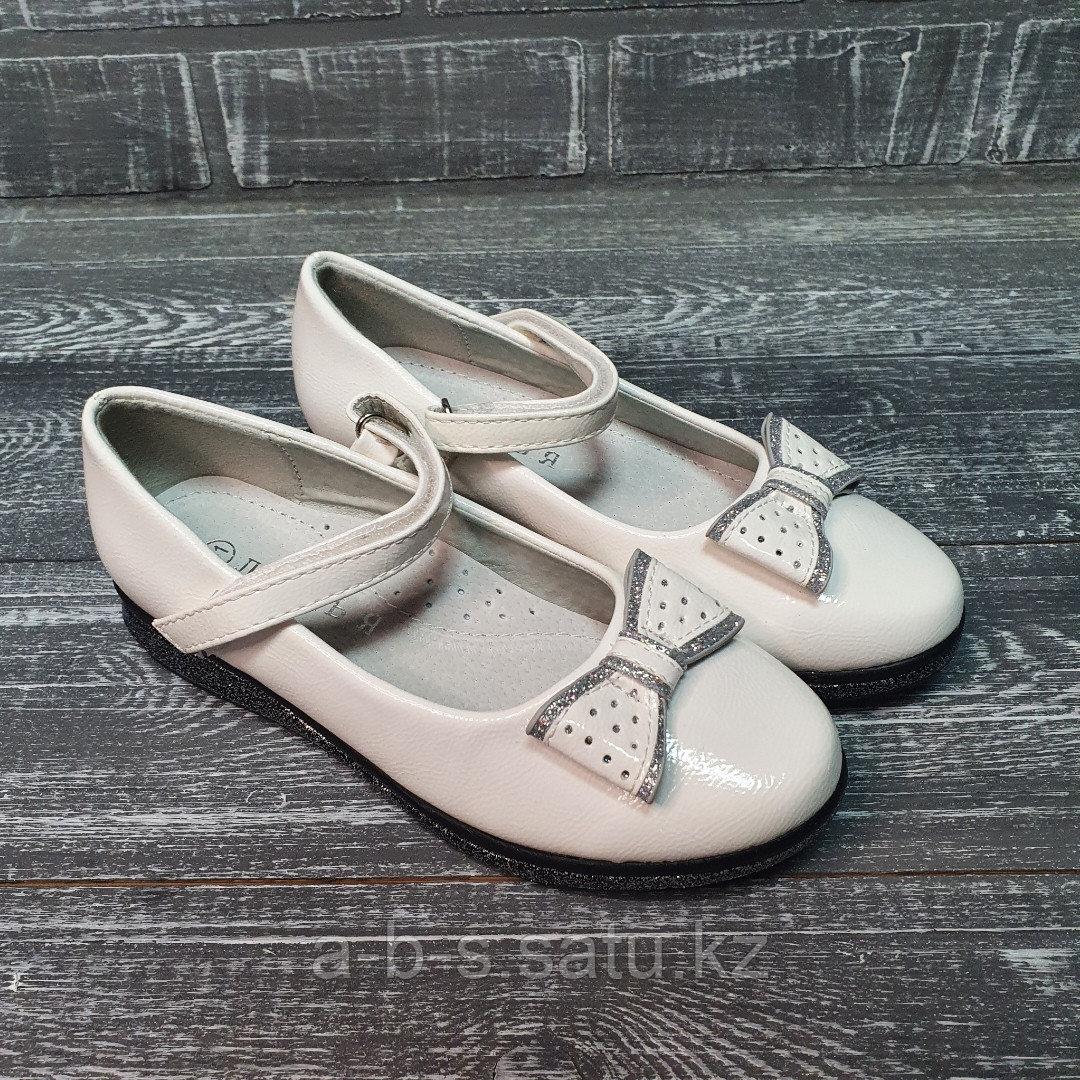 Туфли белые лакированые с бантиком
