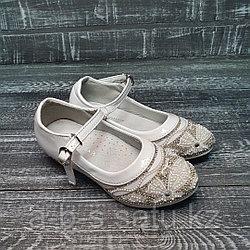 Туфли белые на каблуке