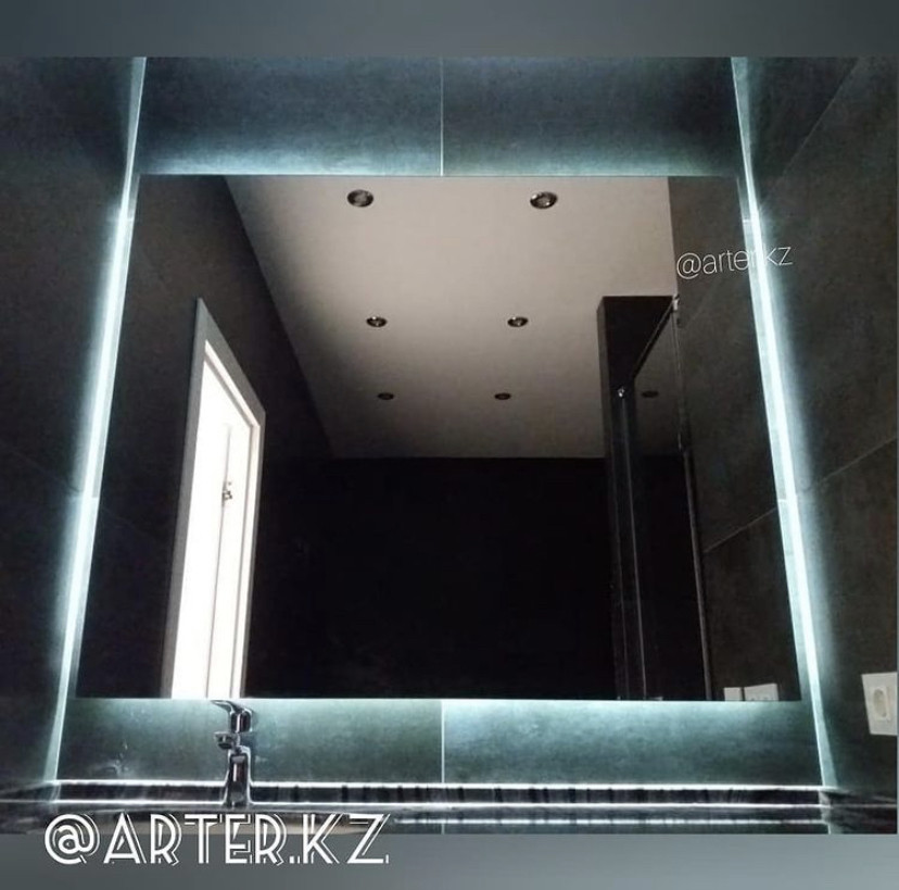 Зеркало с LED- подсветкой «парящее», 1250(Ш)х1050(В)мм