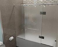 Стеклянная перегородка на ванну прямая матовая КС-170РЦ
