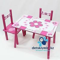 Детский столик с двумя стульями Бело-розовые цветы
