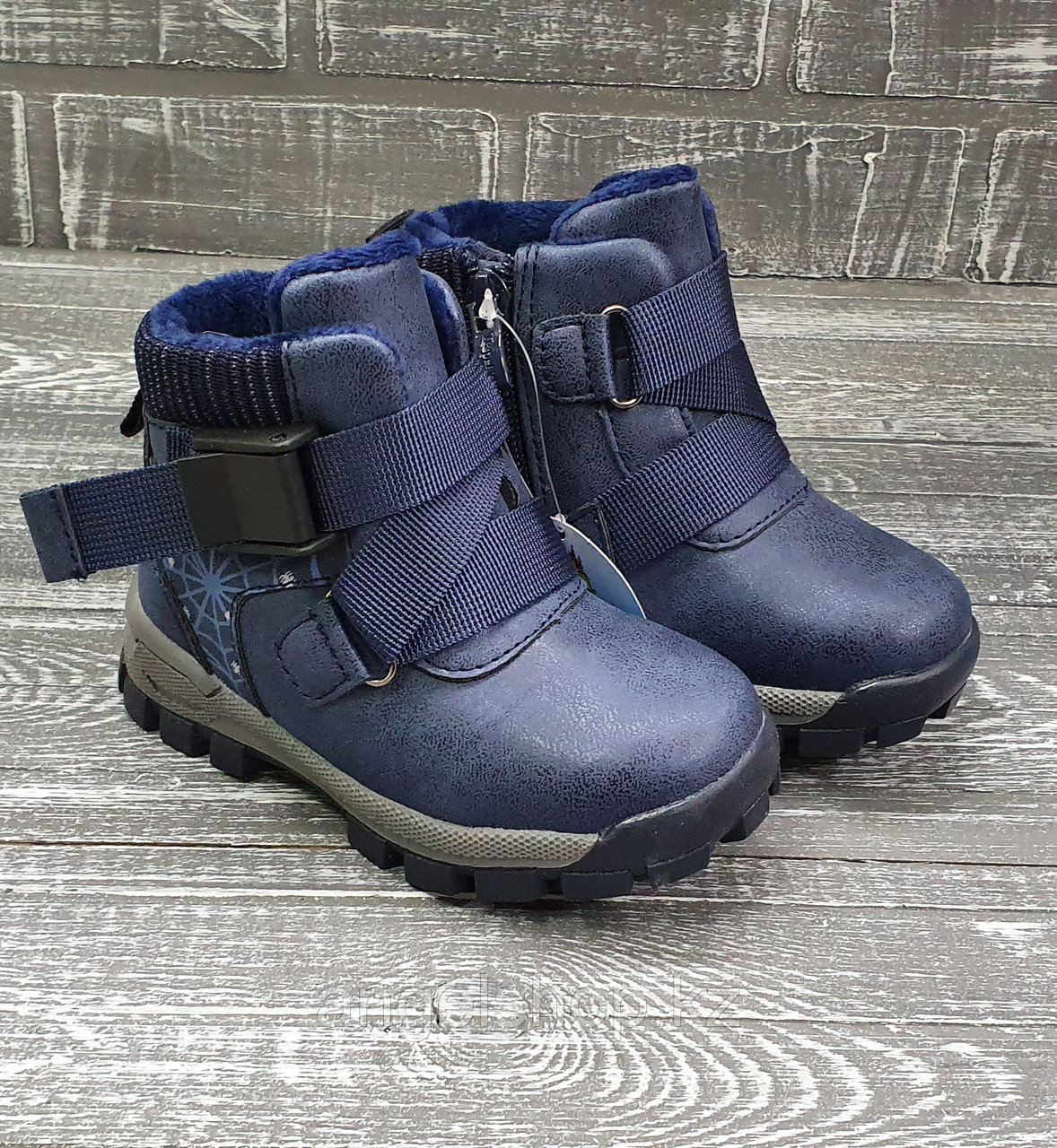 Ботинки с синей лентой