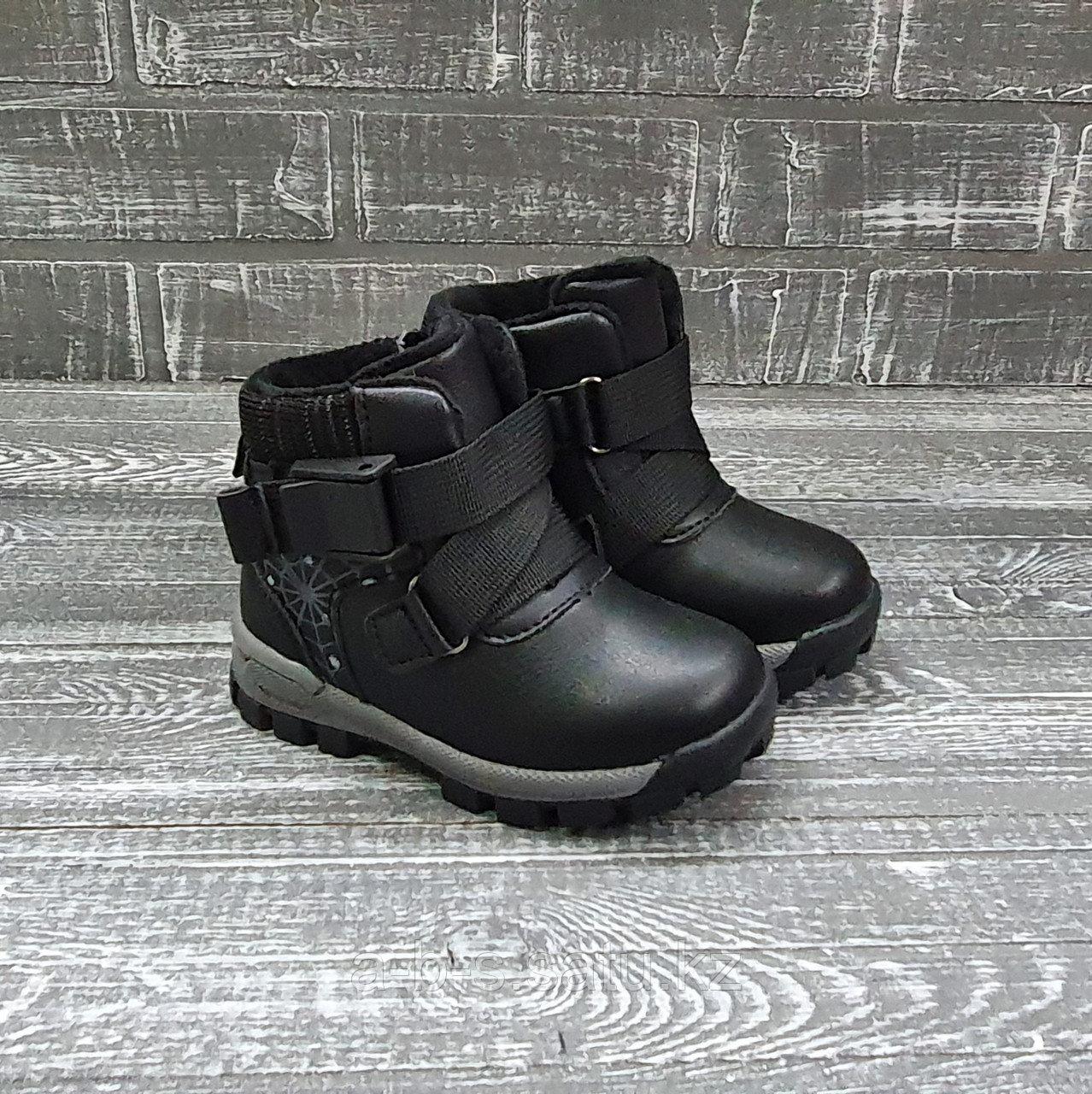Ботинки с черной лентой