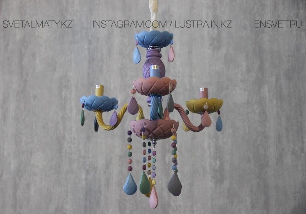 Люстра подвесная в виде подсвечника разноцветная на 3 лампы
