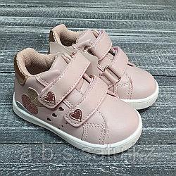 Ботинки розовые двумя липучками и сердечками