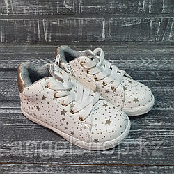 Ботинки белые в звездочку с замком