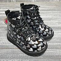 Ботинки черные, лакированные на шнурках (сердечко)