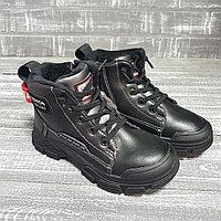 Ботинки черные с красной вставкой