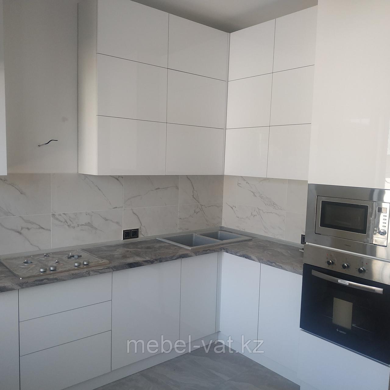 Белая кухня. Глянец