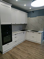 Кухонный ганитур угловой. Белый. Неоклассика