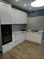 Кухонный гарнитур угловой. Белый. Неоклассика