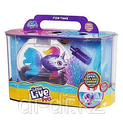 """Набор """"Рыбка-единорожка в аквариуме"""" интерактивная """"Lil' Dippers"""" Moose Little Live Pets 26164"""