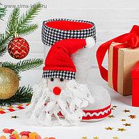 Конфетница «Сапожок», объёмный Дед Мороз, вместимость 400 г, цвет белый