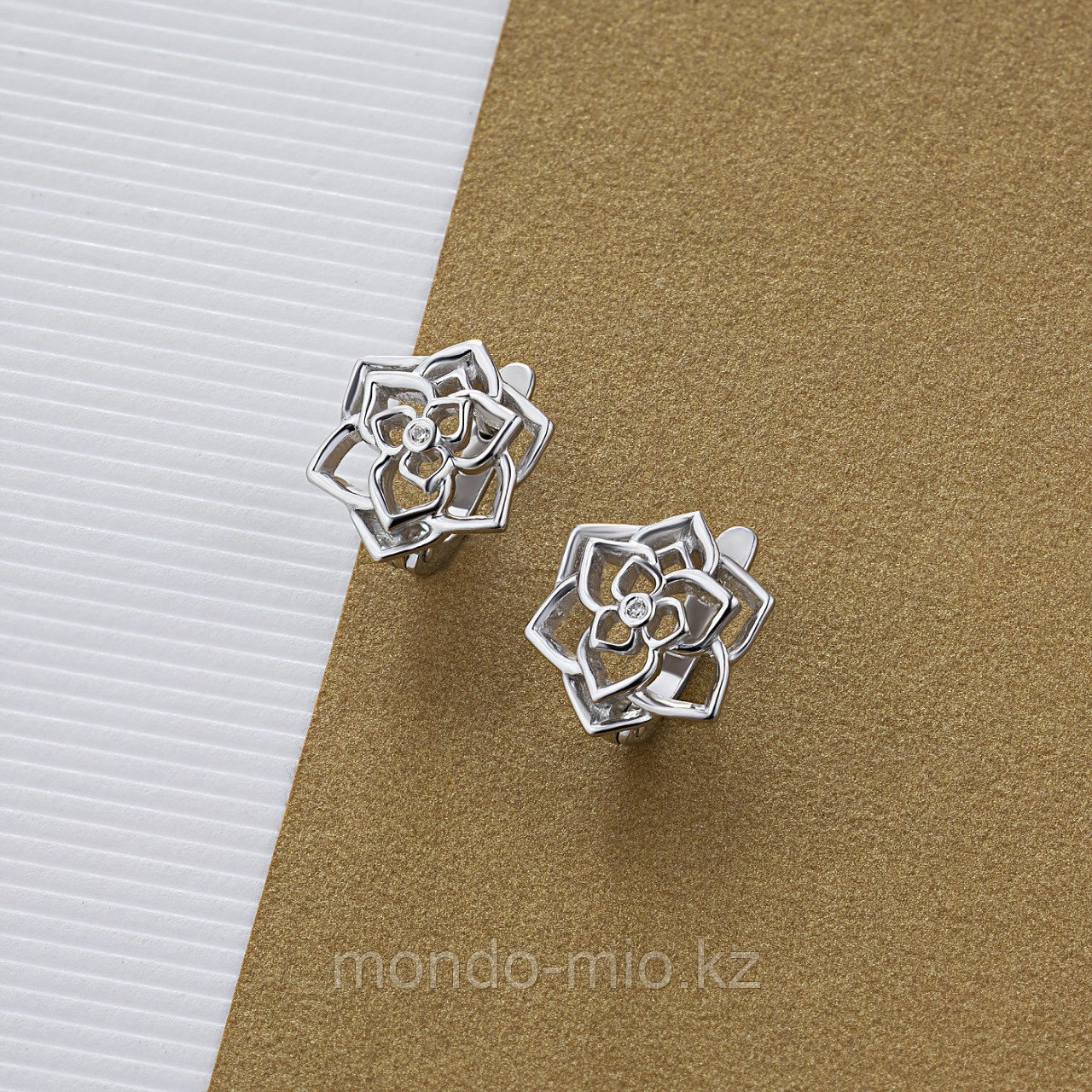 Серьги из серебра с бриллиантом