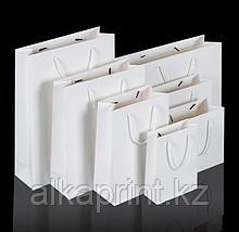 Белые бумажные и крафтовые пакеты для нанесение логотипа