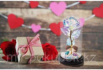 Роза в колбе с влюбленными фигурками с подсветкой