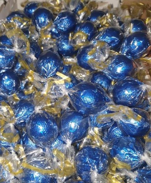 Шоколадные конфеты шарики с начинкой Fovourites 1кг (СИНИЕ)