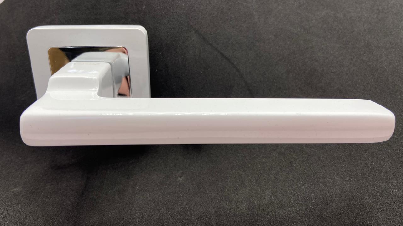 Дверные ручки TRINTY White