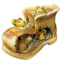 Ботинок с мышками