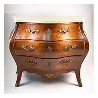Старинный комод из Франции, I-й половины середины ХХ века с богатым декором из бронзы.
