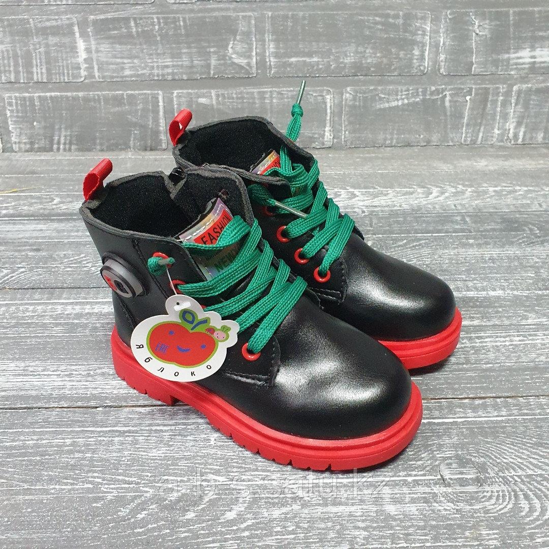 Ботинки для детей (черные с зелеными шнурками)
