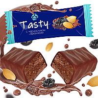 """Шоколадная конфета """"Tasty с черносливом и арахисом в молочном шоколаде"""""""