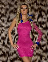 Малиновое кружевное гипюровое платье на одно плечо