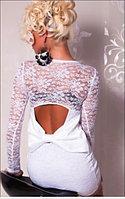 Белое гипюрое платье с бантиком на попе