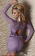 Фиолетовое кружевное платье с бактом на попе