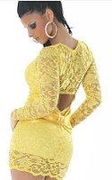 Желтое гипюровое платье с бантом на попе