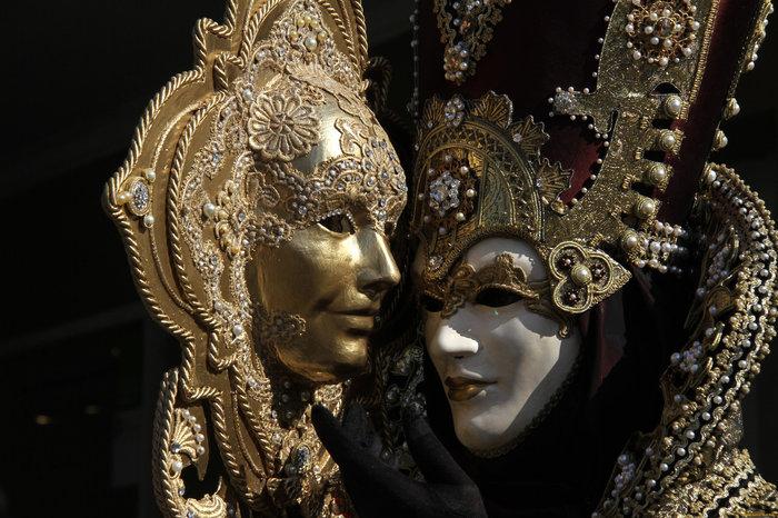 Прокат В Алматы маскарадных новогодних костюмов