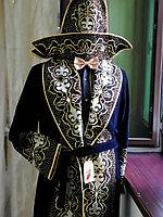 Казахский чапан с шапкой и тюбетейкой подарочный. Недорого. Бархатный