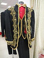 Казахский национальный костюм мужской. Богатый орнамент