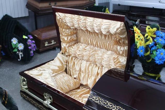 лакированный гроб цена
