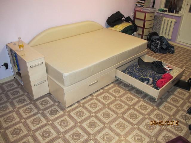 Кровать с ящиками и баром