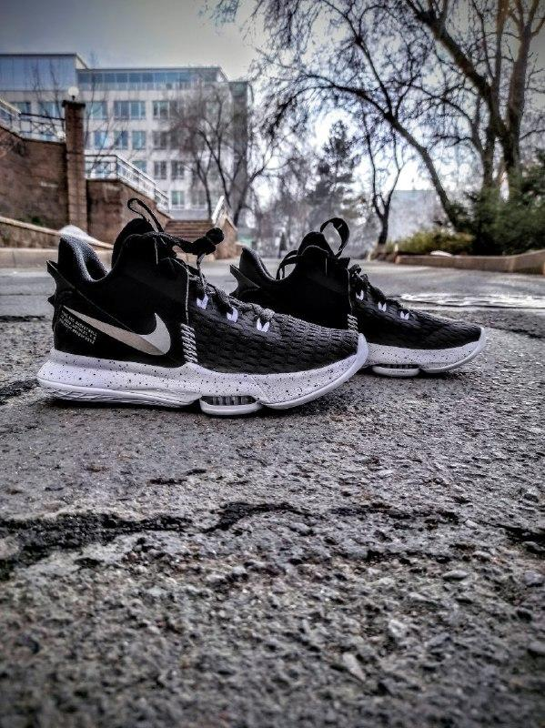 Баскетбольные кроссовки Nike Lebron Witness 5 (V) (оригинал) - фото 1