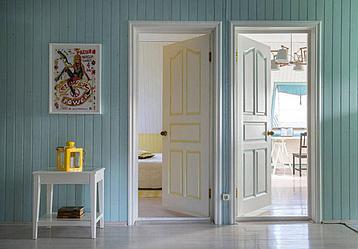 Какую межкомнатную дверь выбрать для загородного дома