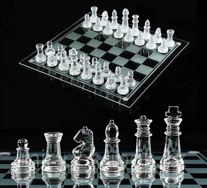 Набор стеклянных шахмат  с рюмками