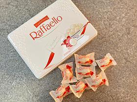 Набор конфет Raffaello в железной банке 300 гр
