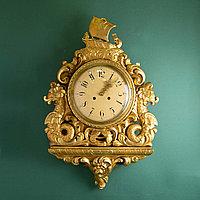 Настенные часы с морскими драконами.