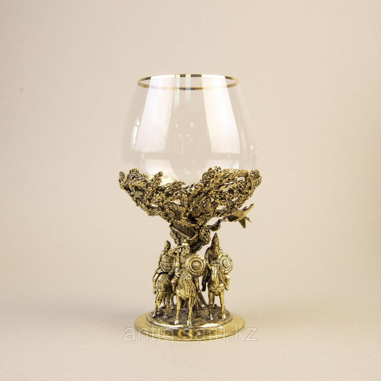 Три БОГАТЫРЯ. Подарочный кубок из массивной бронзы и стекла. - фото 1