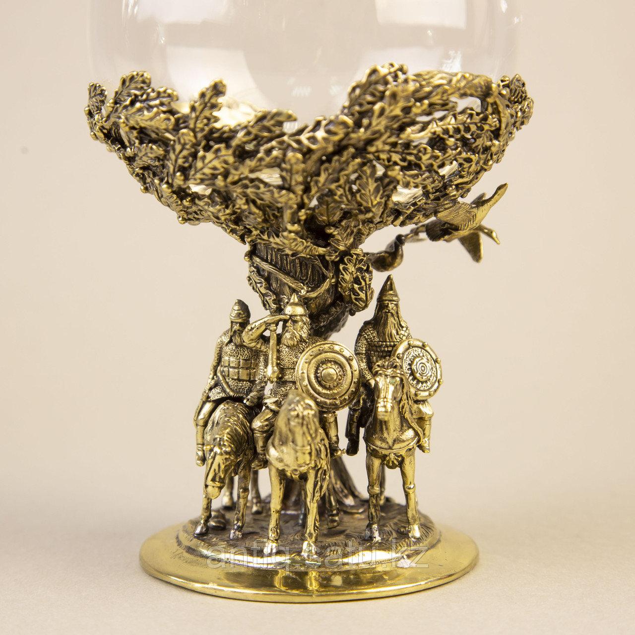 Три БОГАТЫРЯ. Подарочный кубок из массивной бронзы и стекла. - фото 4