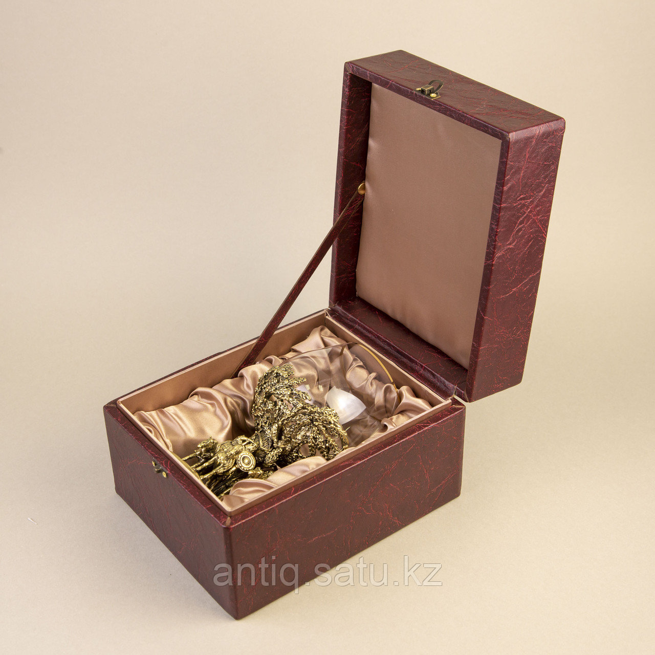Три БОГАТЫРЯ. Подарочный кубок из массивной бронзы и стекла. - фото 5
