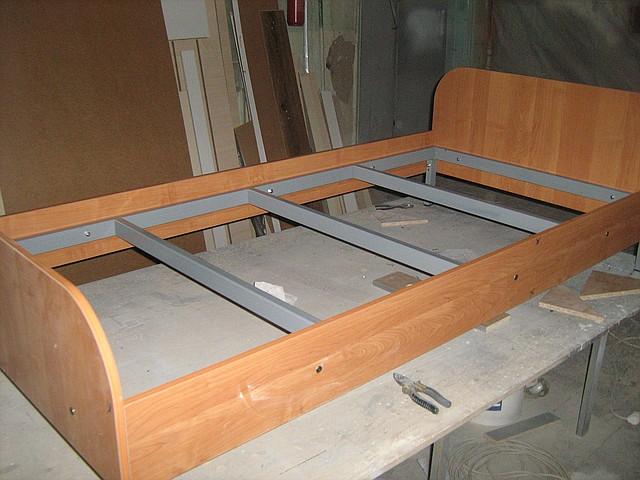 Кровать металлическая с царгами ЛДСП
