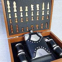 """Подарочный набор: Настольная игра """"Шахматы"""" + сувенирная фляжка со стопками, черный., фото 1"""