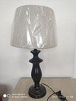 Настольная лампа с деревянной черной ножкой