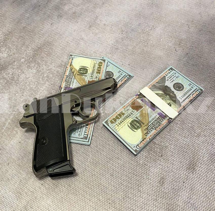 Мужской подарочный набор зажигалка-пистолет туалетная вода 2 пары носков Бокс подарочный для мужчины - фото 4