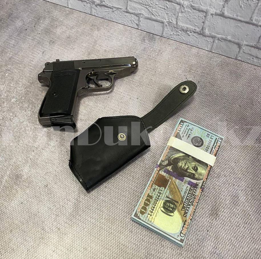 Мужской подарочный набор зажигалка-пистолет туалетная вода 2 пары носков Бокс подарочный для мужчины - фото 6