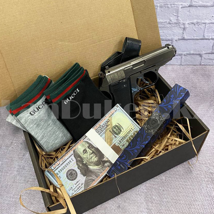 Мужской подарочный набор зажигалка-пистолет туалетная вода 2 пары носков Бокс подарочный для мужчины - фото 3