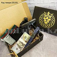 Мужской подарочный набор зажигалка-пистолет туалетная вода 2 пары носков Бокс подарочный для мужчины